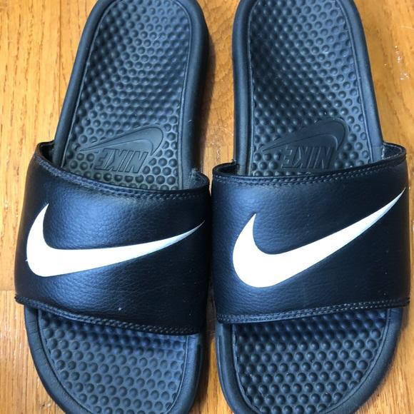 42d679d16 Nike slides good condition sz 9. M 5a5cc2703316276a2ed6bfc8